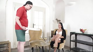 Aliment beauty Freya Dee gives it up connected with a forbidden older man