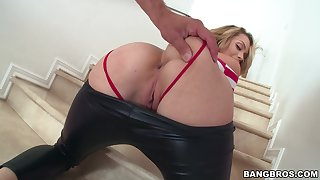 Blonde sex bomb Mia Malkova moans not later than hardcore sex exposed to the stair