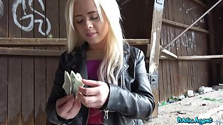 Lad pays the blonde teenager good brill be advantageous to that pussy